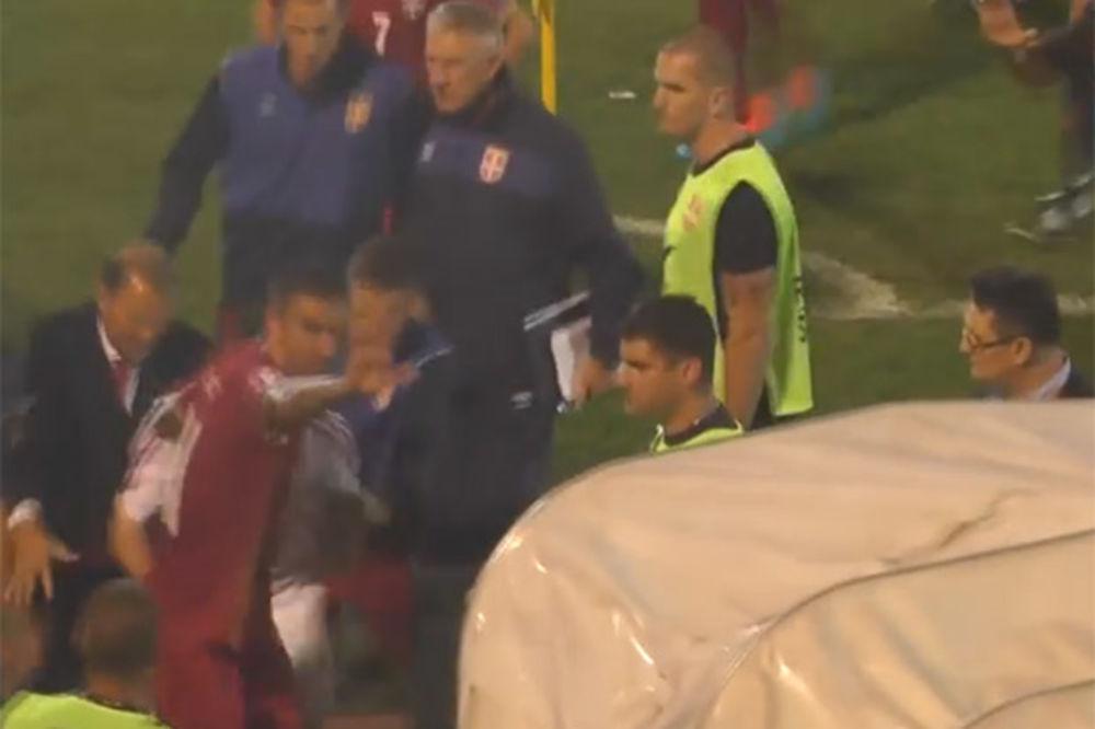 (VIDEO) SNIMAK KOJI POBIJA LAŽI ALBANACA: Pogledajte kako je Kolarov štitio gostujuće fudbalere