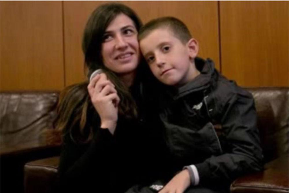 (VIDEO) POVRATAK U PRIŠTINU: Erion Zena (8) vraćen iz ISIL očajnoj majci