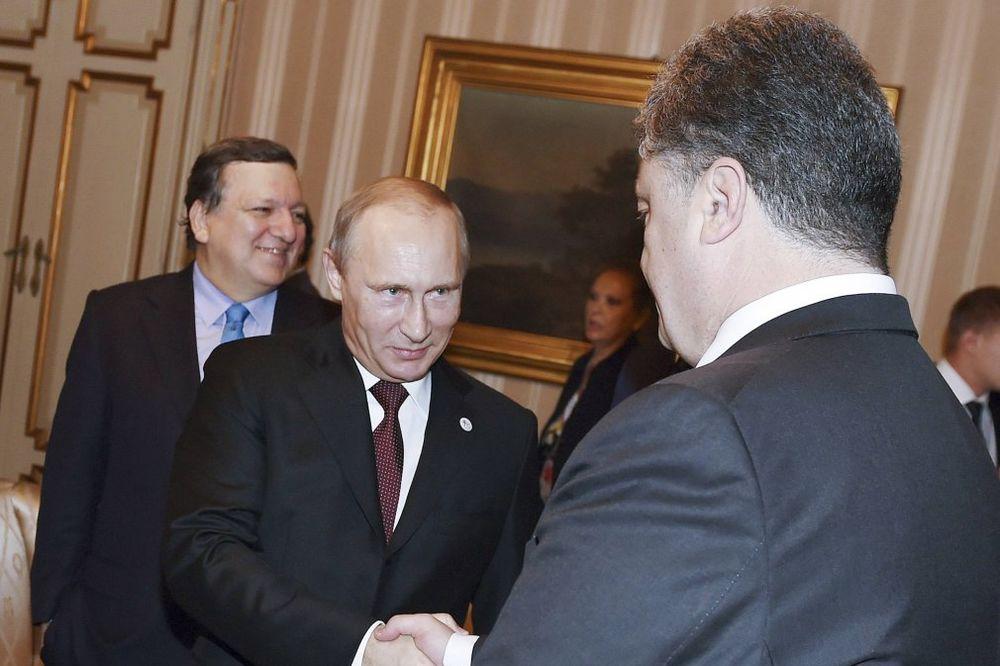 PESKOV: Putin i Porošenko razgovarali normalno, nikakvih pretnji nije bilo