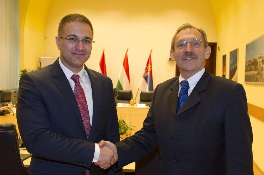 Stefanović u Mađarskoj o ilegalnim migracijama