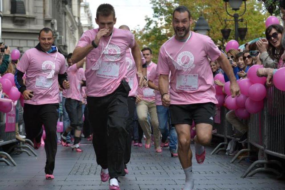 BEOGRAD OBOJEN ROZE: Muškarci trčali u štiklama centrom grada