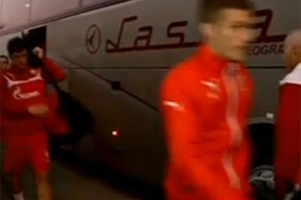 UMALO LINČ FUDBALERA ZVEZDE: Grobari krenuli ka crveno-belima, igrači Partizana sprečili tuču