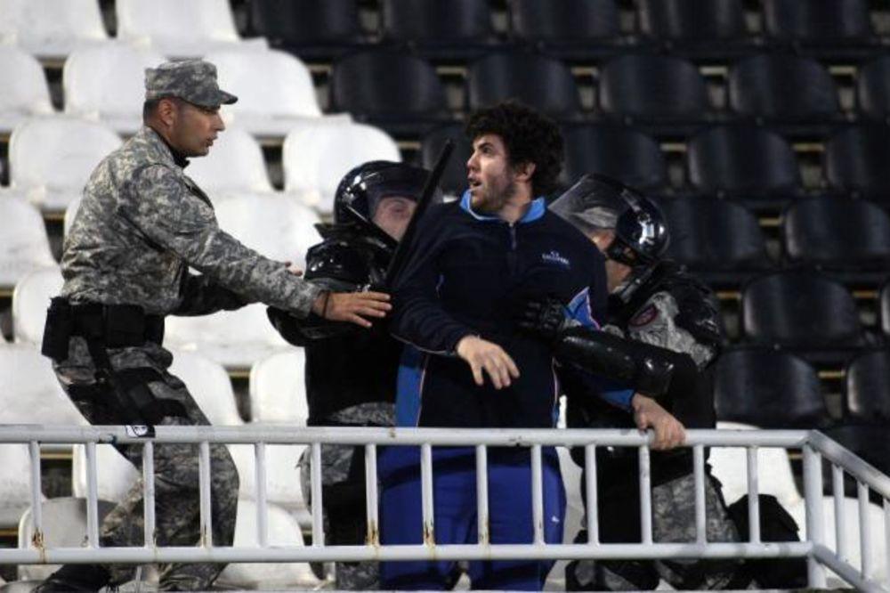 GUŽVA NA STADIONU: Žandarmerija smirila sukob Grobara i Delija
