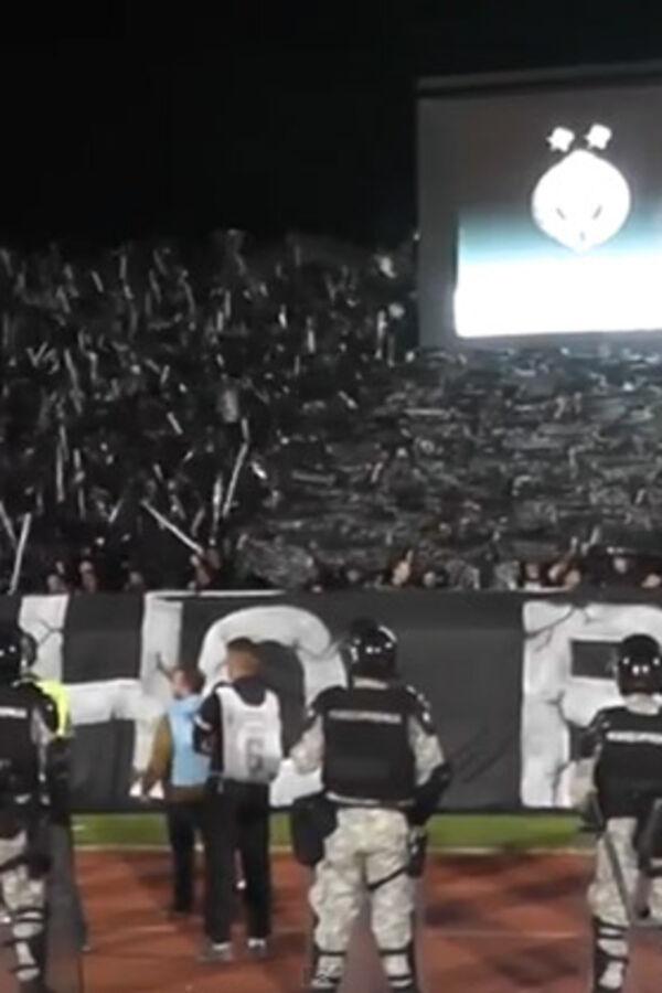 (VIDEO) KUKNJAVA NA STADIONU: Grobari doveli narikače da oplakuju Zvezdu