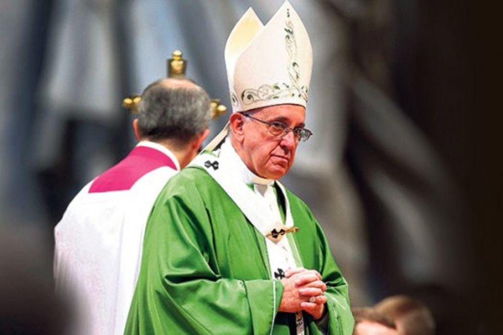 Vatikan zaratio zbog gejeva!