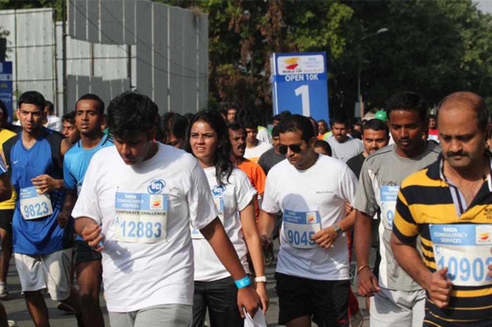 AUTOBUSOM STIGLI DO CILJA: Vodeći maratonci promašili skretanje na trci