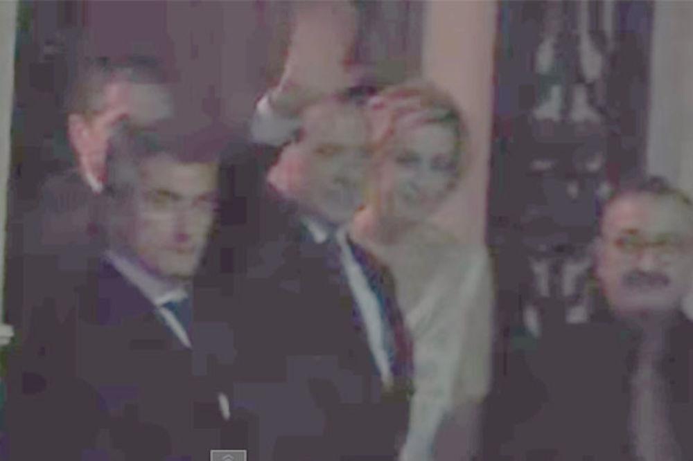 (VIDEO) KASNA VEČERA S BELIM TARTUFIMA: Pogledajte kako su se Putin i Berluskoni našli u sitne sate