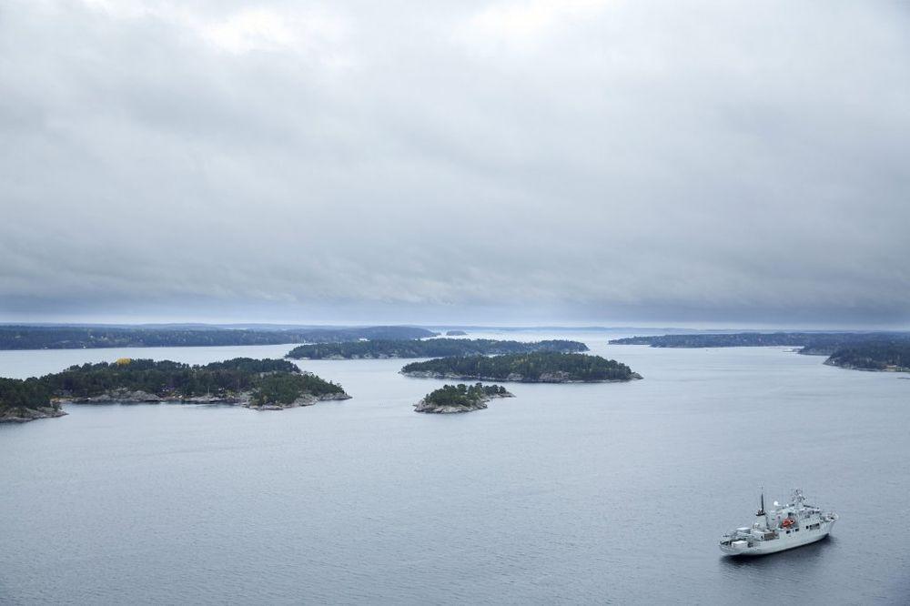 NI TRAGA OD PODMORNICE: Šveđani povukli deo brodova iz potrage