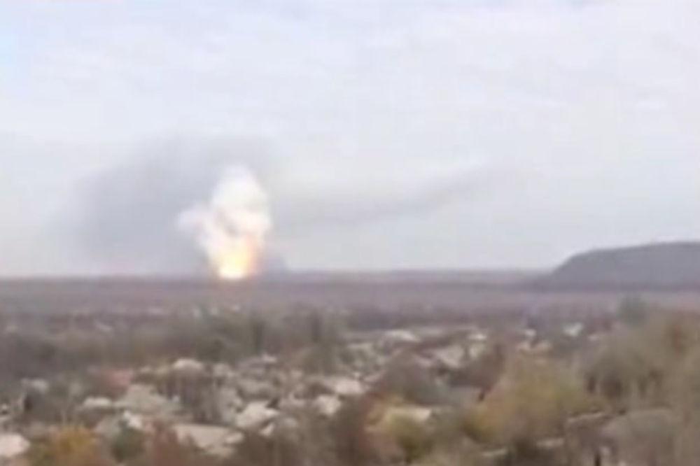 (VIDEO) EKSPLOZIJA POTRESLA DONJECK: Raketa pogodila hemijsko postrojenje!
