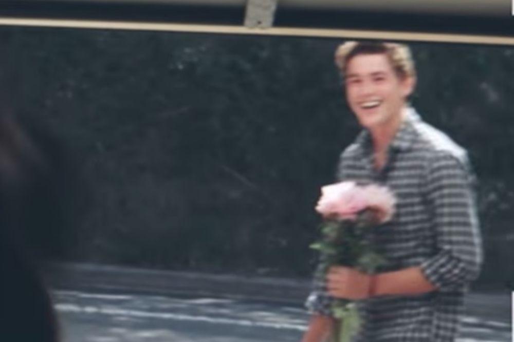 (VIDEO) Prešao 16.000 kilometara kako bi iznenadio devojku!