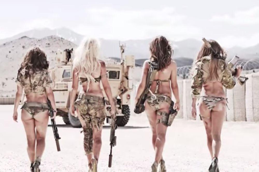 (VIDEO) OSTAVILE BEZ DAHA: Ovako izgleda kad seksi manekenke snimaju reklamu u tenkovima!