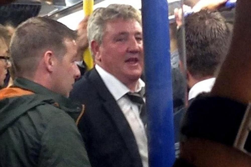 GUŽVAO SE SA NAVIJAČIMA: Menadžer Hala se kući vratio londonskim metroom
