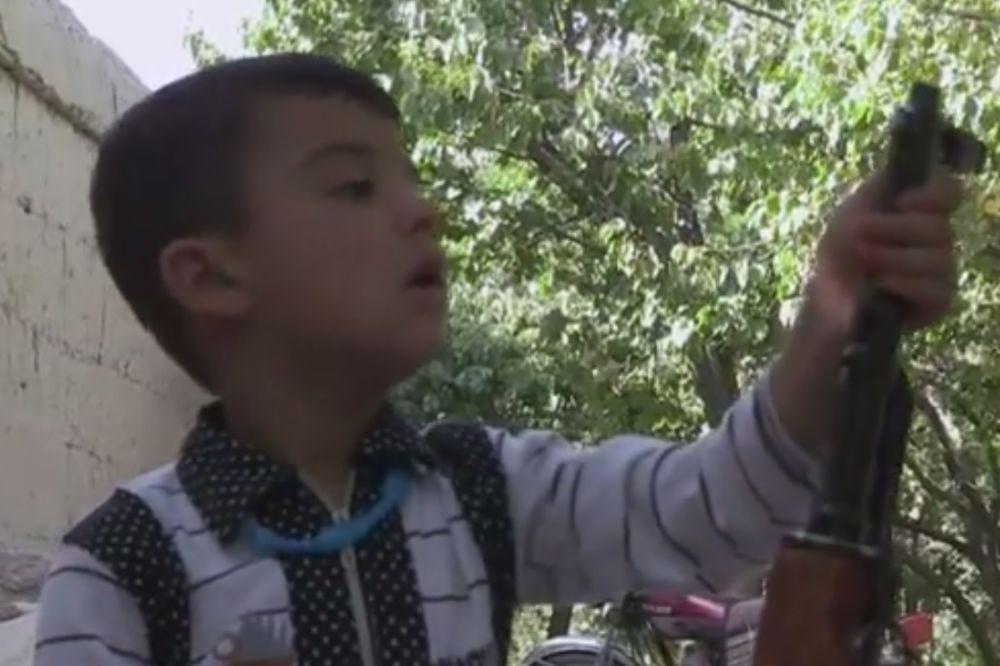 (VIDEO) ZAVIRITE U TALIBANSKU TVRĐAVU STRAHA: Ovde deca postaju mudžahedini