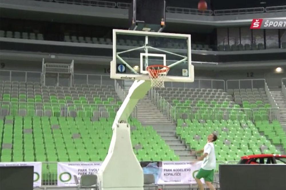 (VIDEO) REPRIZA MAHKOVICA NA TRENINGU: Košarkaš Olimpije opet postigao koš o kojem bruji ceo svet