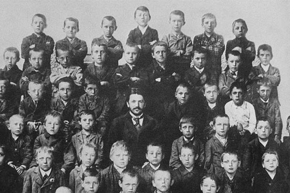 PRONAĐITE ADOLFA HITLERA NA SLICI: Jedan od najvećih svetskih diktatora ovde ima samo 10 godina!
