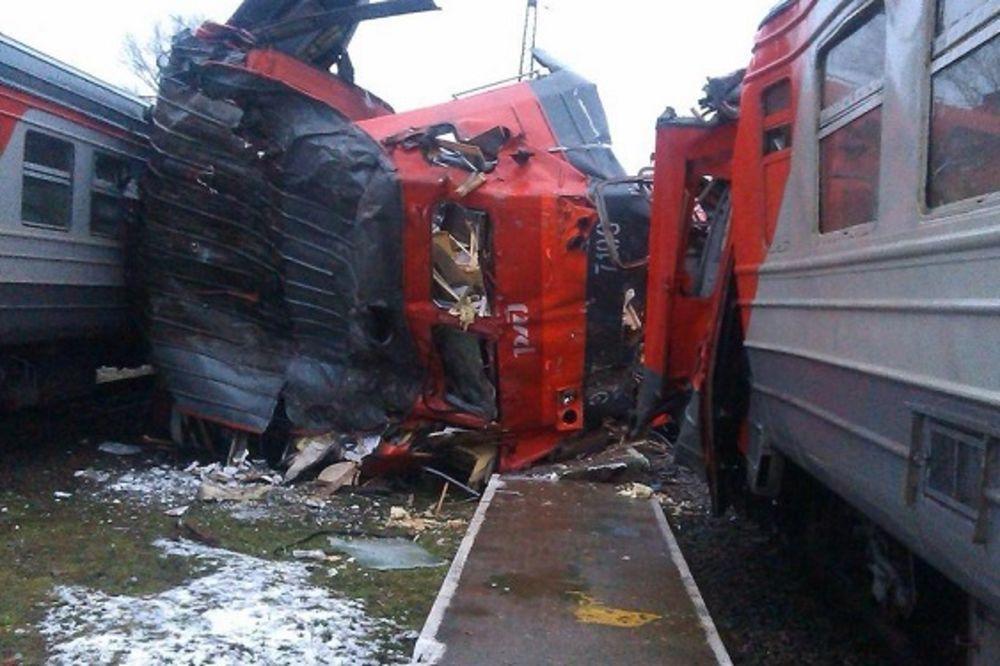 PIJANI RUS UKRAO VOZ: Pogledajte stravičan udar i lupanje lokomotive i kompozicije!