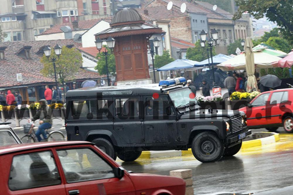 TENZIJE U PAZARU: Četnici vraćeni iz Kraljeva, u gradu okupljeni navijači!