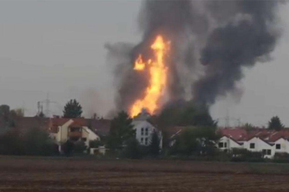 (VIDEO) PLAMEN JE SUKLJAO 200 METARA: Jedan mrtav, 10 povređenih u eksploziji gasa u Nemačkoj
