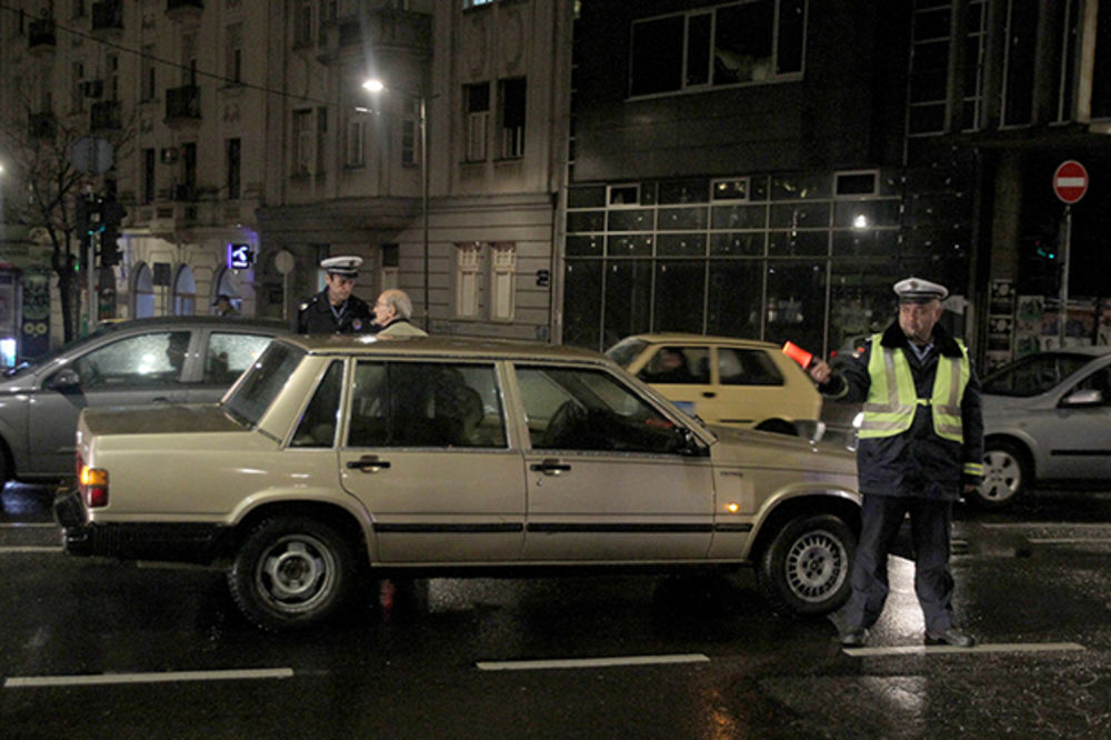 GENERACIJSKI SUDAR: Deda vozio volvo pa oborio babu kod Glavne pošte