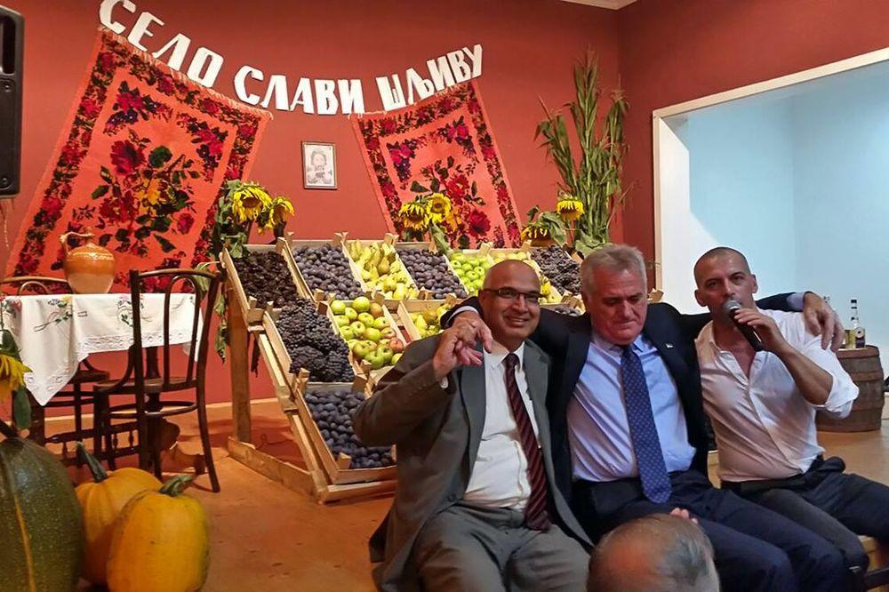 Nikolić sa ambasadorom Pakistana na manifestaciji Selo slavi šljivu