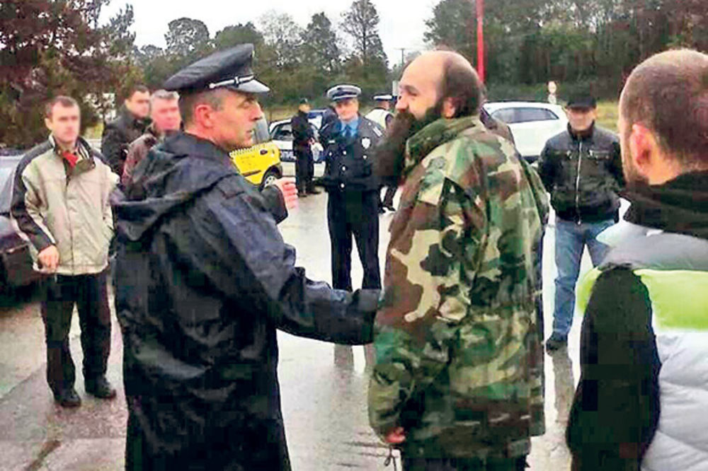 BURE BARUTA: Izbegnut masakr u Pazaru!