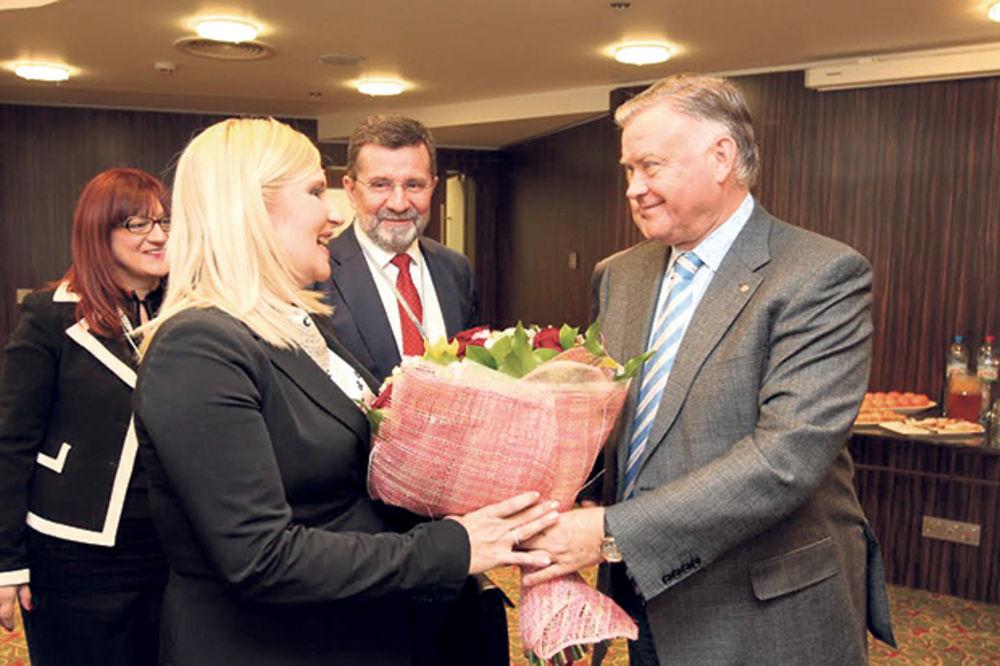 OTOPLJENJE ODNOSA: Rusi Zoranu dočekali sa cvećem i rečima hvale!