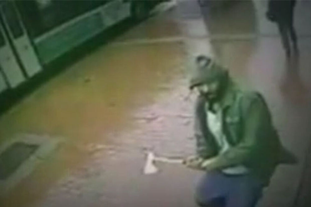(VIDEO) GLEDAJTE KRVAVI PIR U NJUJORKU: Džihadista sekirom napao policajce!