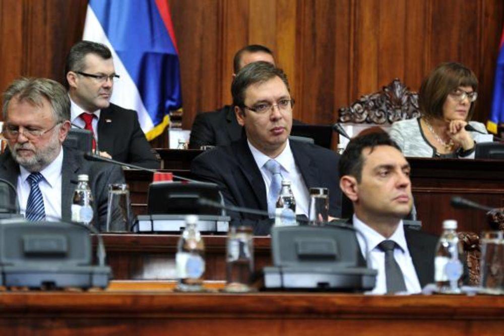 VULIN U SKUPŠTINI: U Srbiji 147.000 korisnika pomoći može da radi!