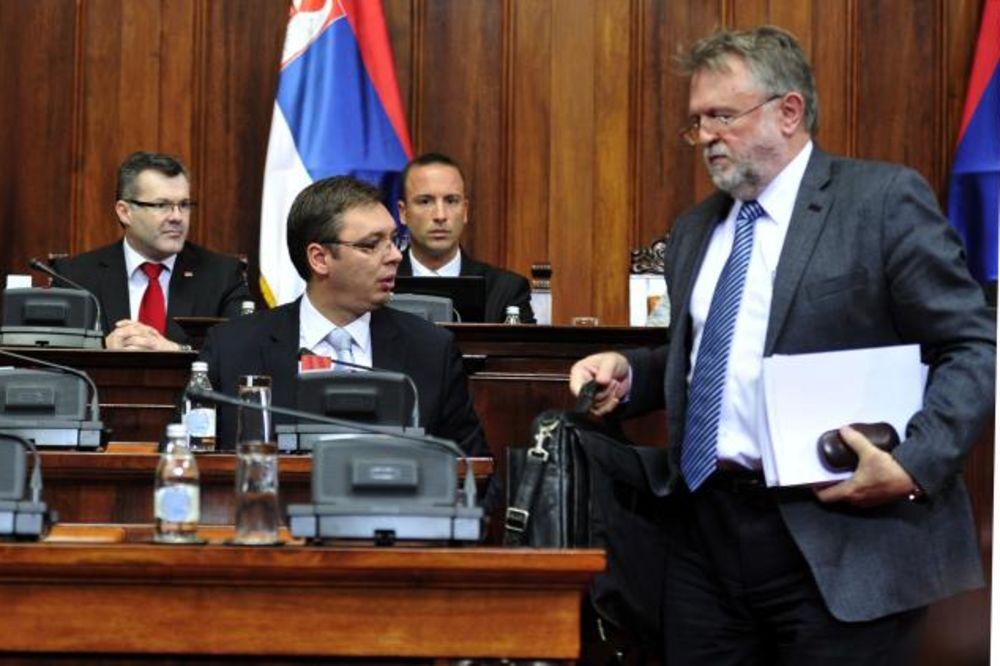 VUJOVIĆ U SKUPŠTINI: Srbiji ne preti bankrot