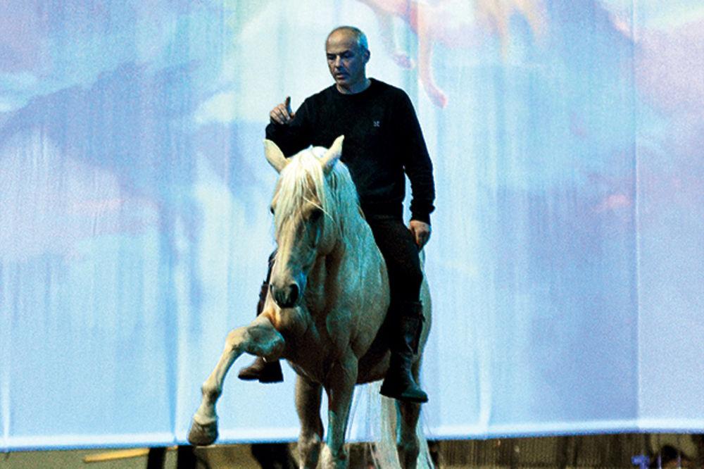 SPEKTAKL: Rasni konji izvode magični šou u Areni!