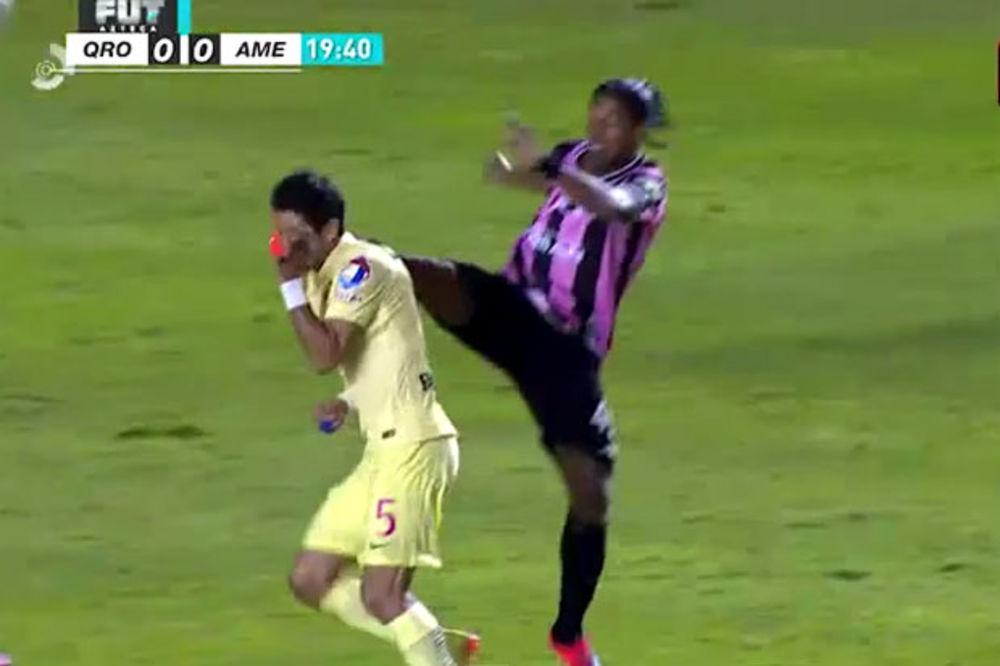 (VIDEO) BRAZILCA POŠTUJU I KAD BIJE: Ronaldinjo ga udario nogom u glavu, a on mu pružio ruku