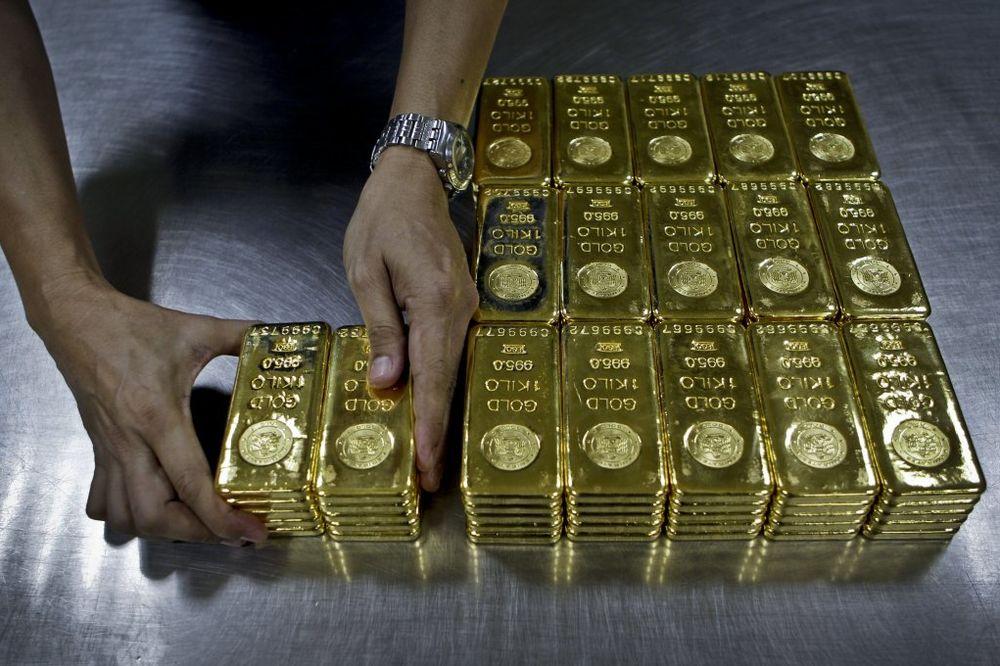 A KOD NAS ČOKOLADICE: Dubai deli zlato putnicima u gradskom prevozu!
