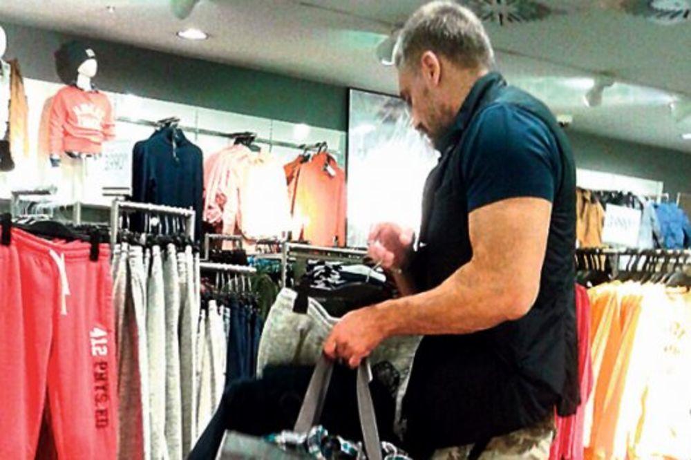 KRIZA: Čeda se oblači na rasprodaji s Huga Bosa spao na H&M!
