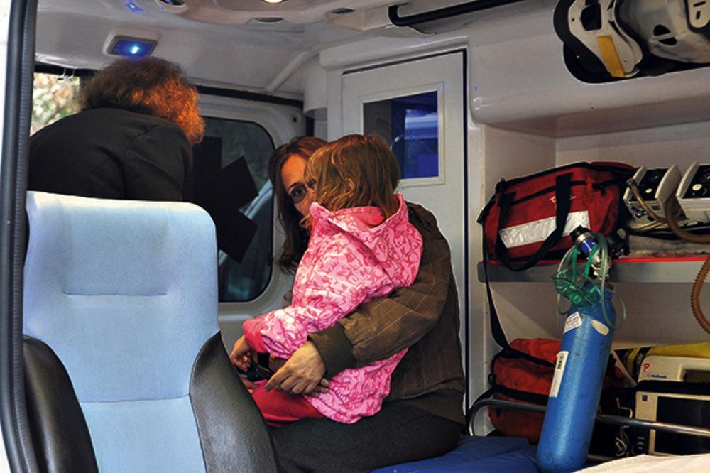 PLAMEN U NOVOBEOGRADSKOM SOLITERU: Vatrogasci spasli dete iz požara!