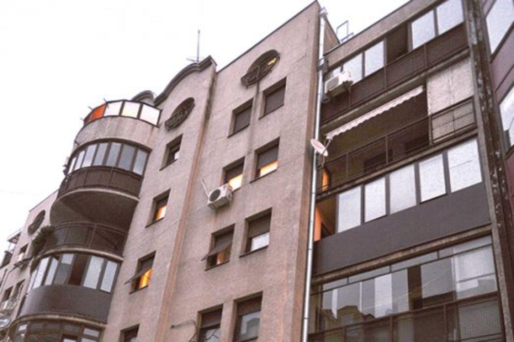 TUČA U DURMITORSKOJ: Mladića izbacili kroz zatvoren prozor!