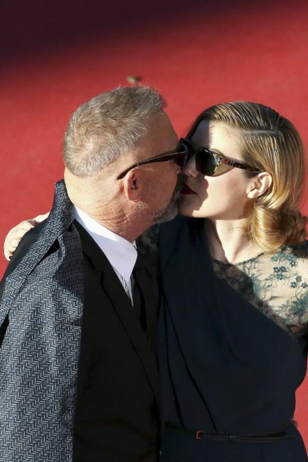ŠOKIRALI CELI SVET: Kevin Kostner (59) poljubio ćerku Lili (25) u usta!