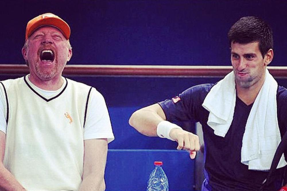 (FOTO) ZASMEJAVAO GA: Tata Novak pričao viceve Bekeru, ovaj nije mogao da stane sa smehom
