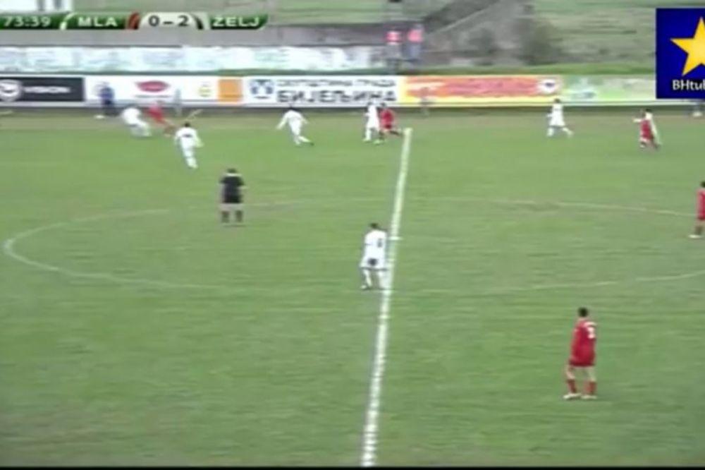 (VIDEO) PUCNJAVA U BOSNI: Igrali fudbal dok su kraj stadiona odjekivali rafali sa svadbe