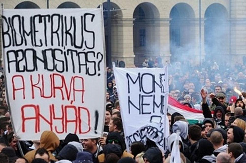 BLOG UŽIVO: Fudbalski navijači protestovali ispred mađarskog parlamenta