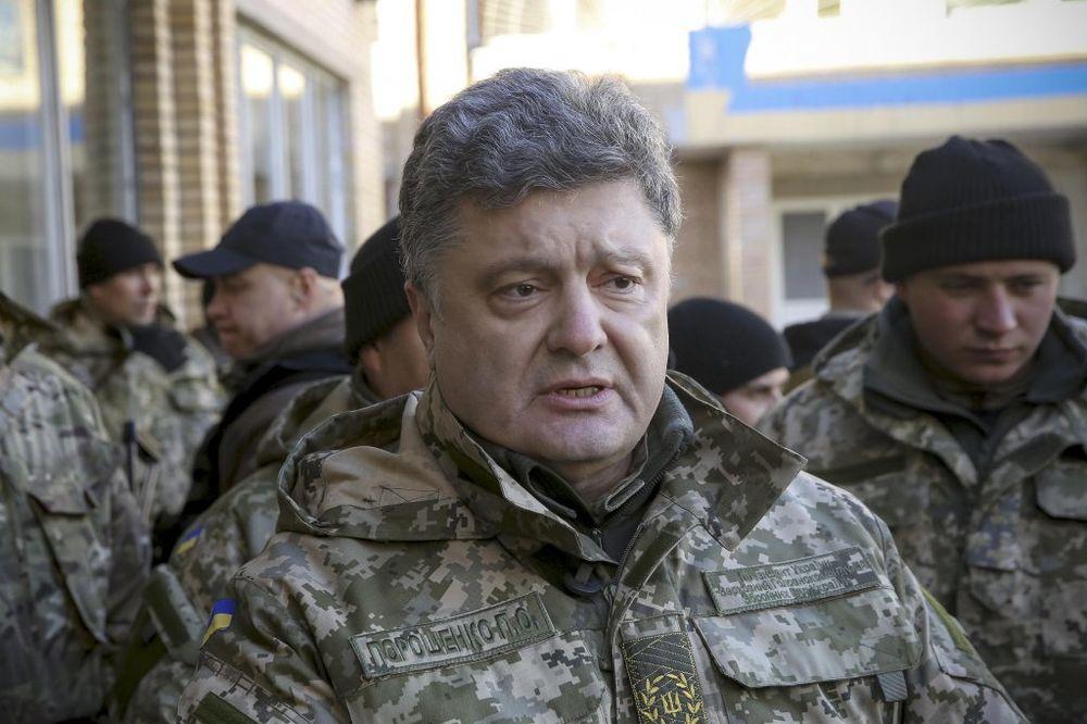 POROŠENKO: Ukrajina se sprema za opšti rat s Rusijom!