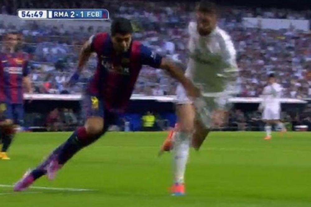 (VIDEO) NE UJEDA, ALI HVATA ZA MEĐUNOŽJE: Pogledajte kako je Ramos prošao u duelu sa Suarezom
