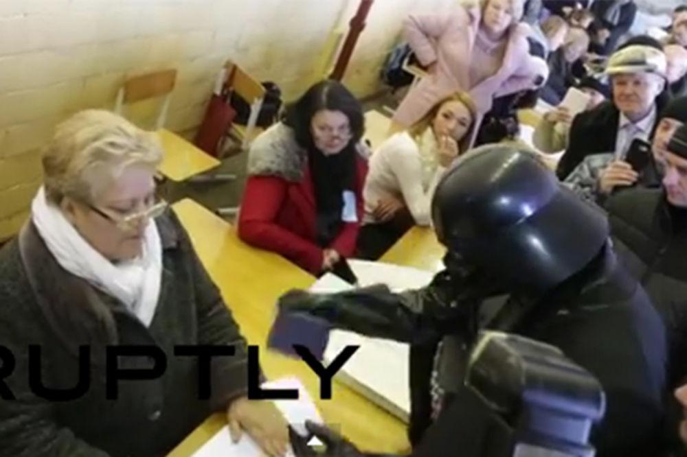 (VIDEO) SILA NIJE BILA S NJIM: Evo zašto Dartu Vejderu nisu dali da glasa u Kijevu