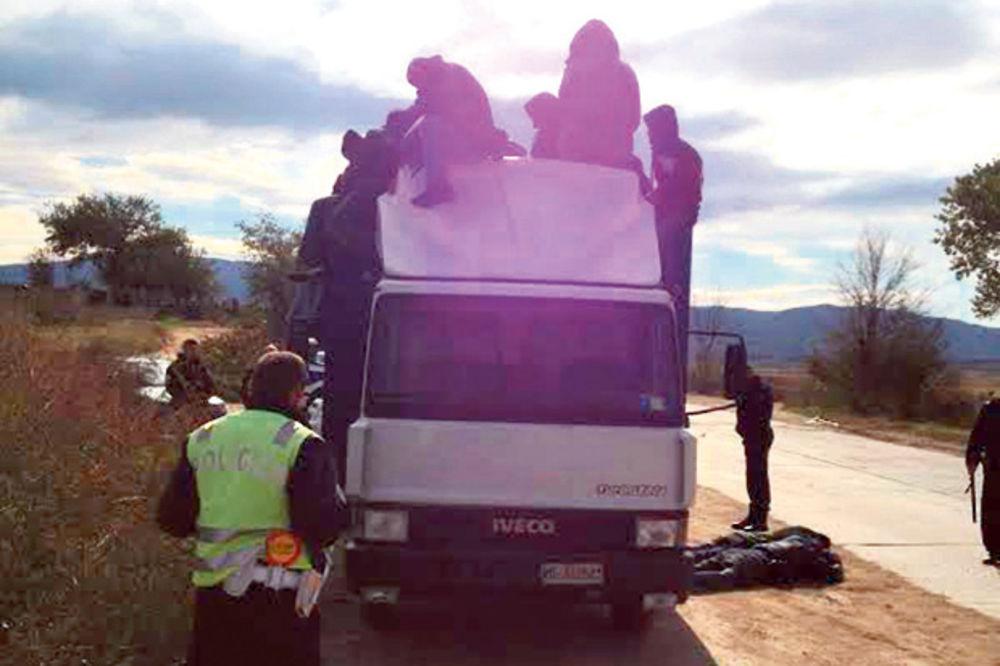 SPAKOVAO SIRIJCE KAO SARDINE: U kamionu vozio 81 ilegalca!