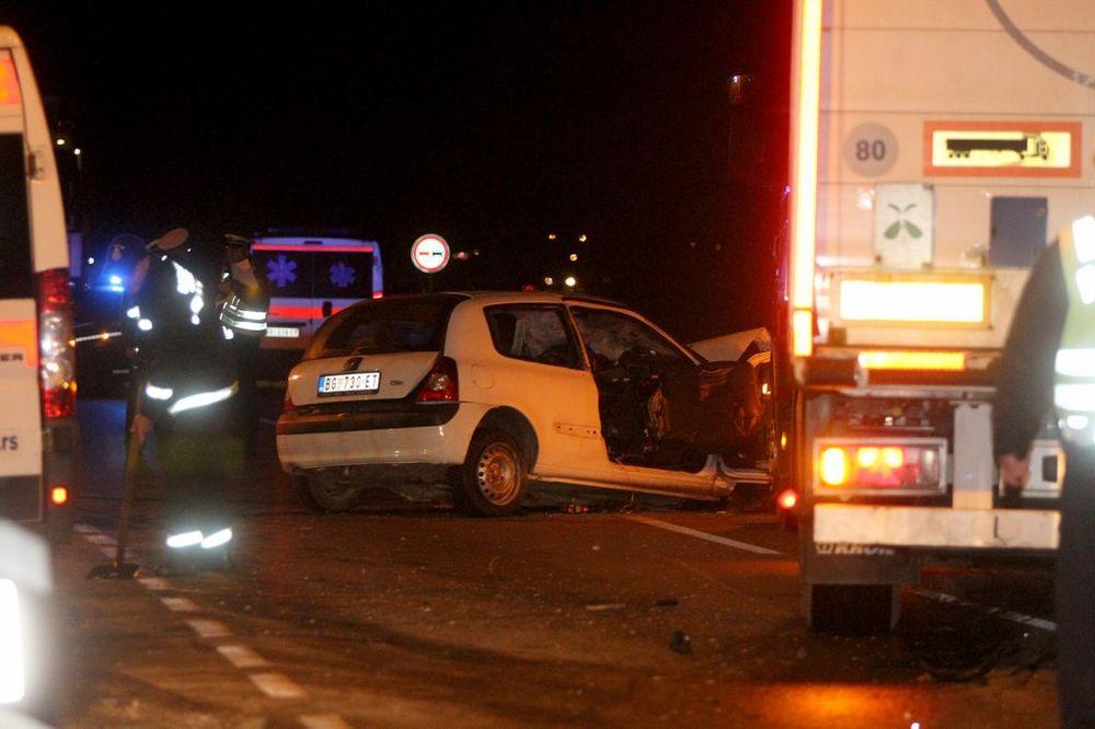 ČETIRI SMRTI NA KRUŽNOM PUTU: Vozač kamiona izjavio da je izbegavao auto i skrenuo u drugu traku!
