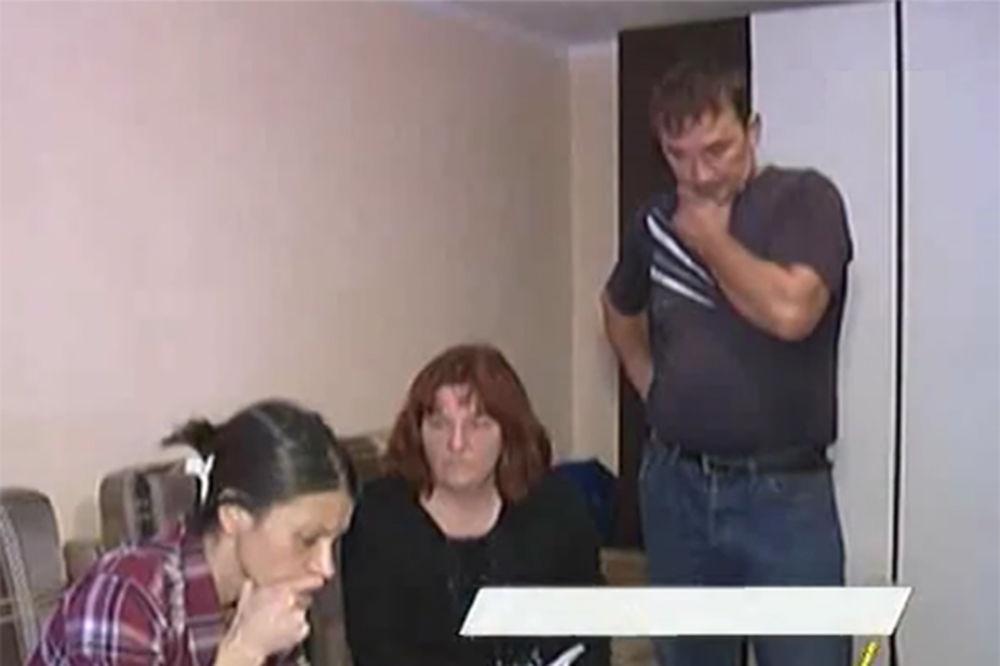 (VIDEO) UKRADEN IZ PORODILIŠTA: Zrenjaninci saznali da im je sin živ kad je stigao poziv za vojsku