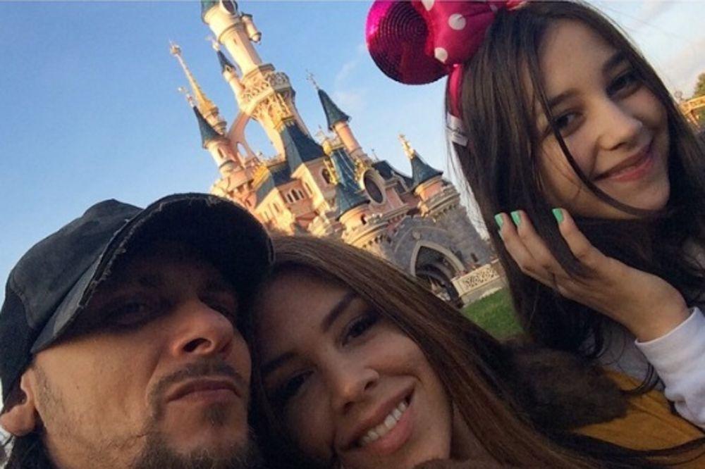PORODIČNA IDILA: Kaja se sa mužem i ćerkom provodila u Diznilendu