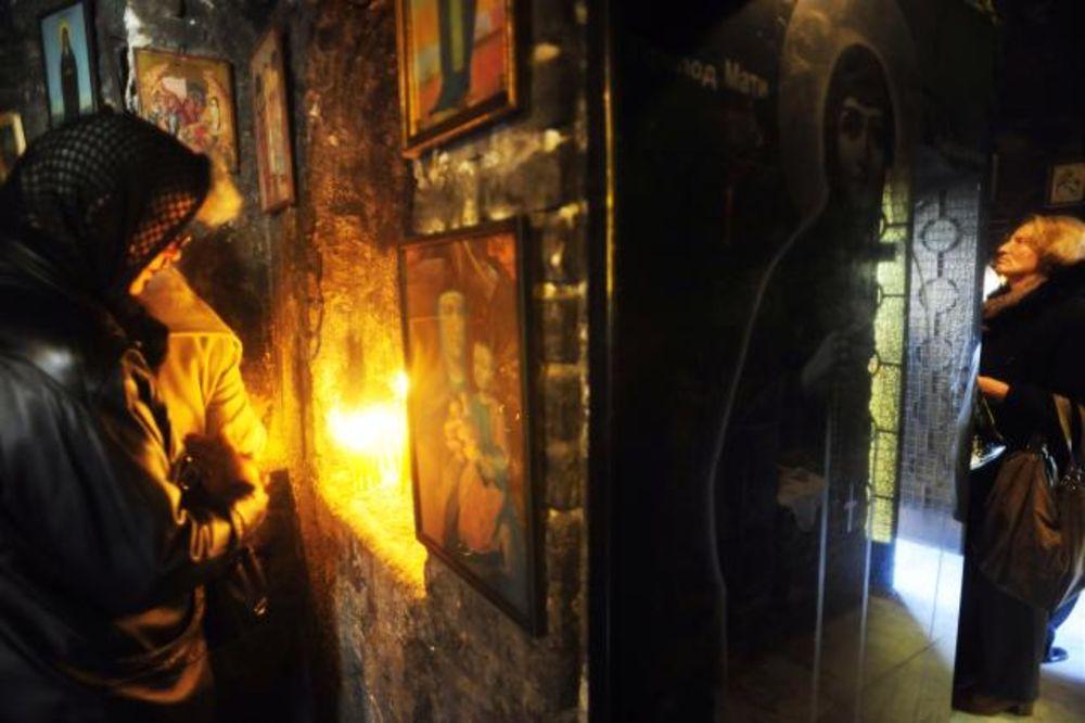 SVETA PETKA POMILUJ NAS: Kolone vernika na Kalemegdanu tražile blagoslov od svetiteljke!