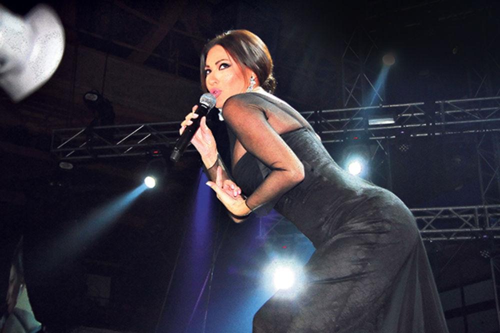 NAJLUĐA NOĆ: Ceca za Novu godinu peva u Beogradu za 50.000 evra