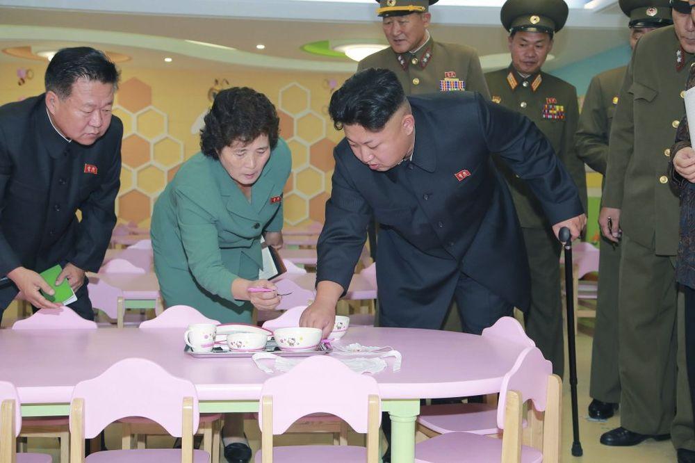 ZATO GA NIJE BILO: Kim Džong-un operisao cistu na nozi!