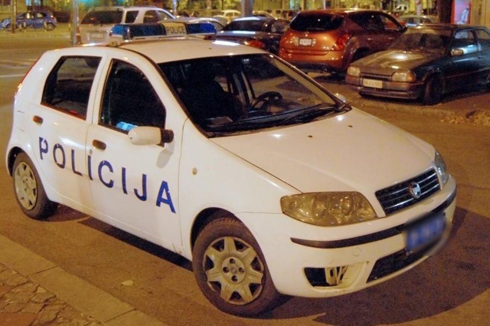 OPASNA SVAĐA SA DEČKOM U BORU: Devojka (29) iskočila u toku vožnje iz vozila!